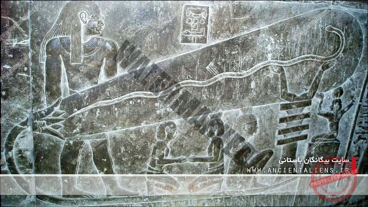 نقش برجستههای لامپ در دخمهی دندرا