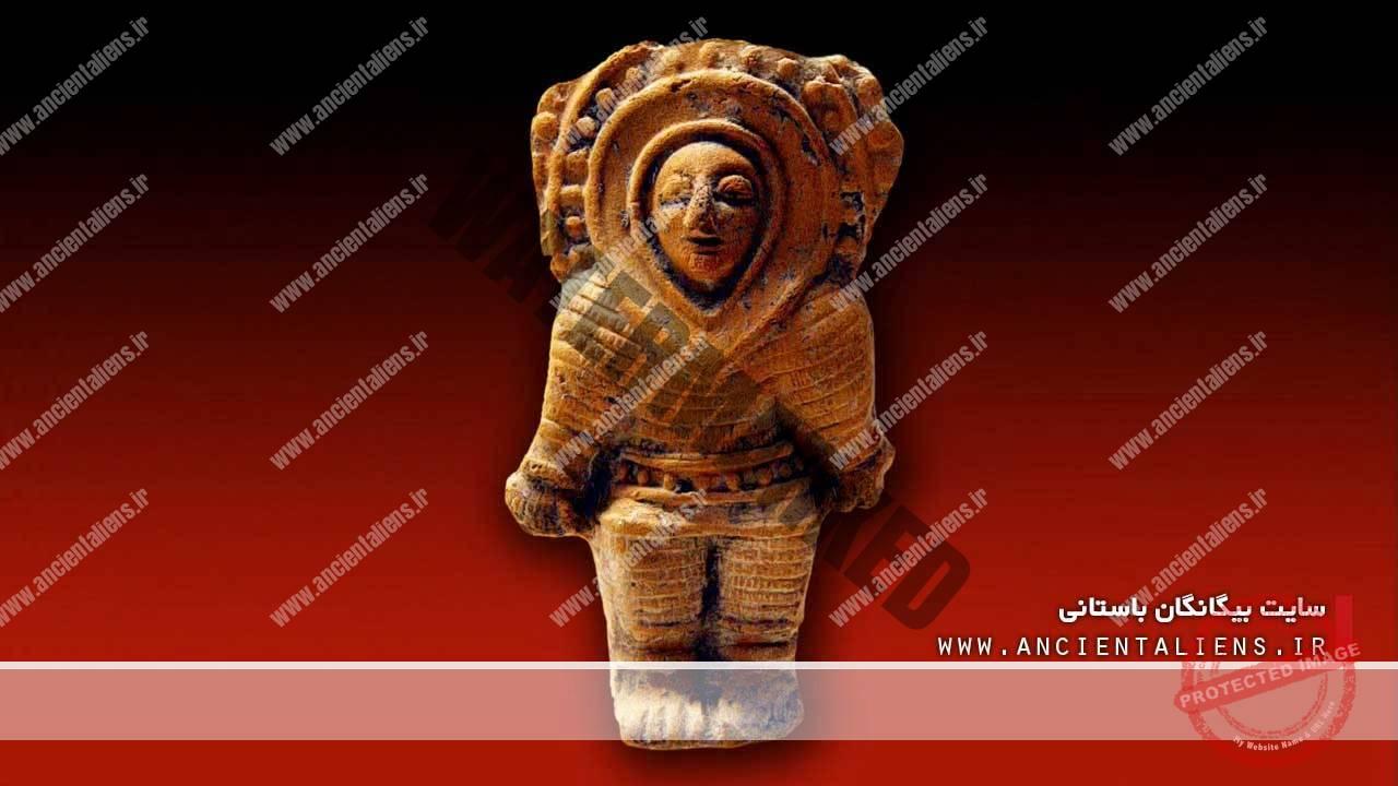 مجسمههای باستانی با لباس فضانوردی
